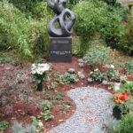 Skulptur mit Postament