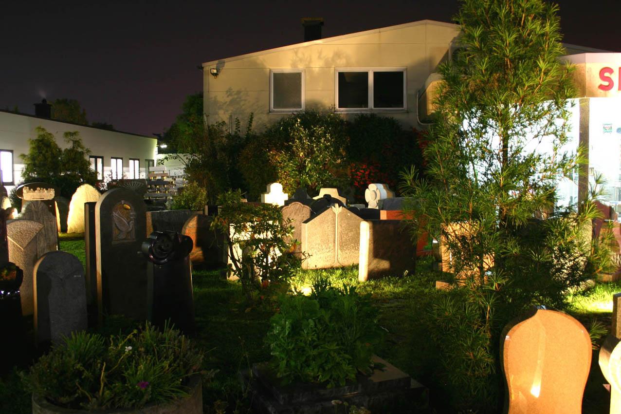Die Ausstellung bei Nacht - beleutet