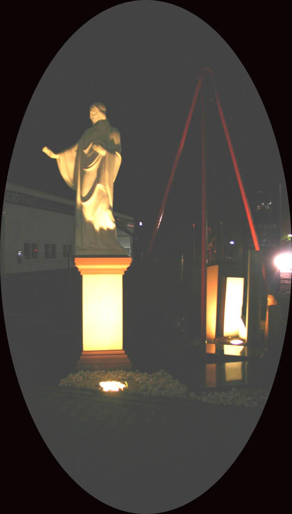 Christus bei Nacht - beleutet